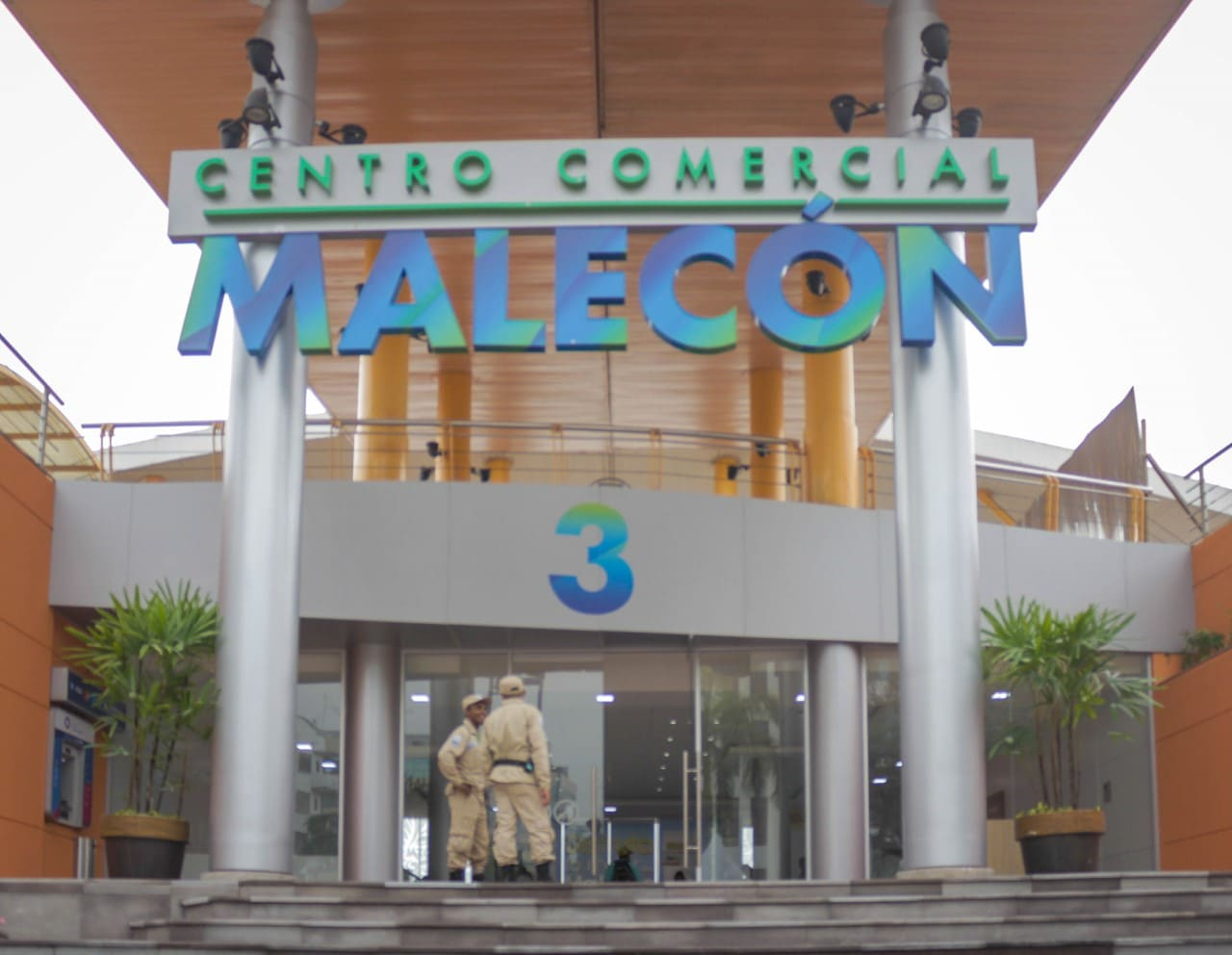 Pequeños y medianos comercios se reactivan en Malecón 2000
