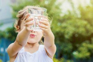 Alimentos que potencian el rendimiento escolar: ¿Cómo incorporarlos en snacks para tus hijos?