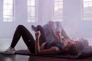 2 rutinas fáciles y efectivas para mantenerse activos y en forma desde casa