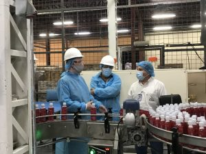 Embajador de Estados Unidos visitó las instalaciones de la empresa La Fabril en la Ciudad de Manta