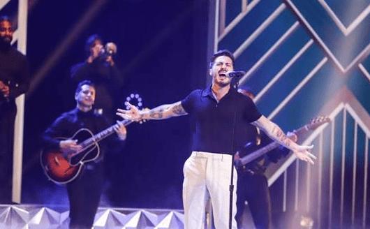 """Llane rinde homenaje al romanticismo con su interpretación de """"Como Antes"""" en Premios Juventud"""