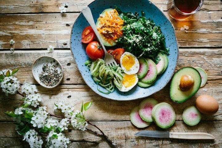 ¿Cuáles son las causas y consecuencias que provoca una mala alimentación?