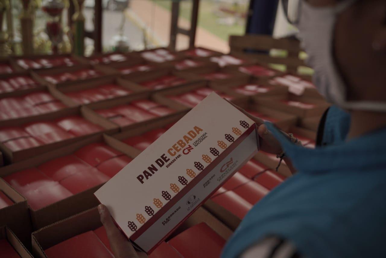 Cervecería Nacional entrega pan de cebada a grupos vulnerables de Quito