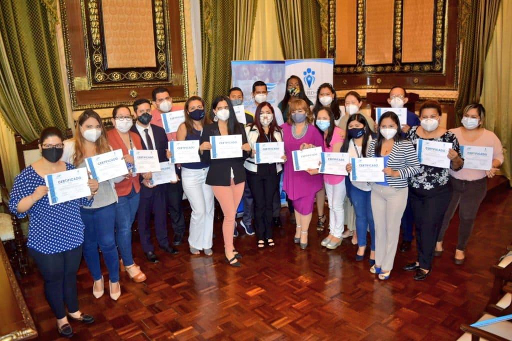 Entregan reconocimientos a Embajadores municipales de la protección infantil
