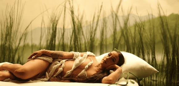 """Denise Rosenthal muestra su lado romántico en su nuevo single """"Dormir"""""""
