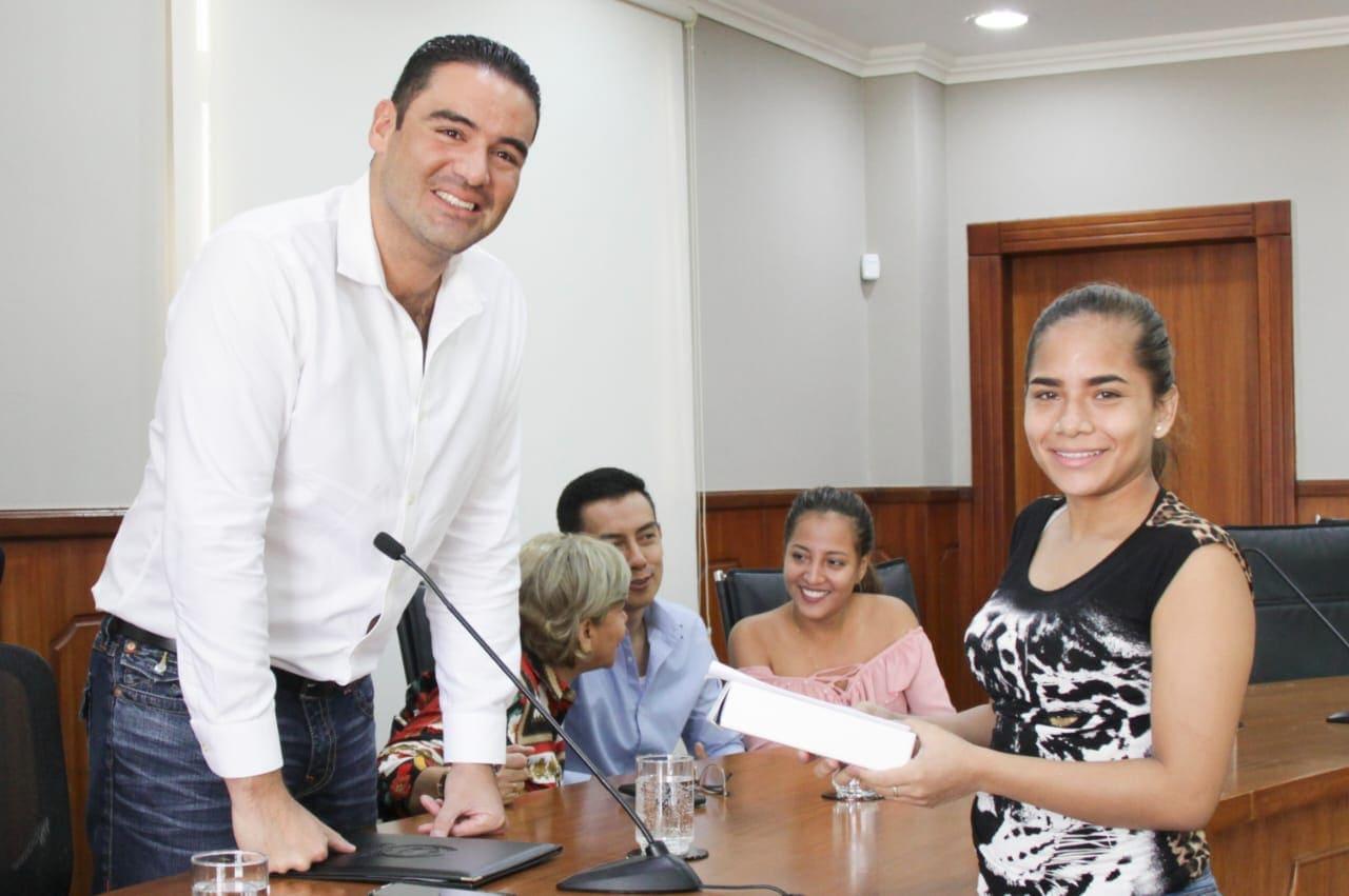 POR NOVENO AÑO LOS BACHILLERES SAMBORONDEÑOS RECIBIRÁN TABLETS