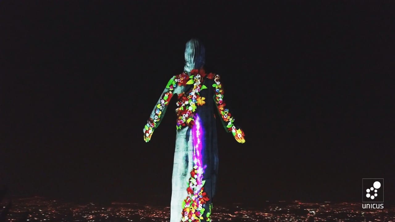 El Cristo del Picacho se vistió con colores proyectados por Epson