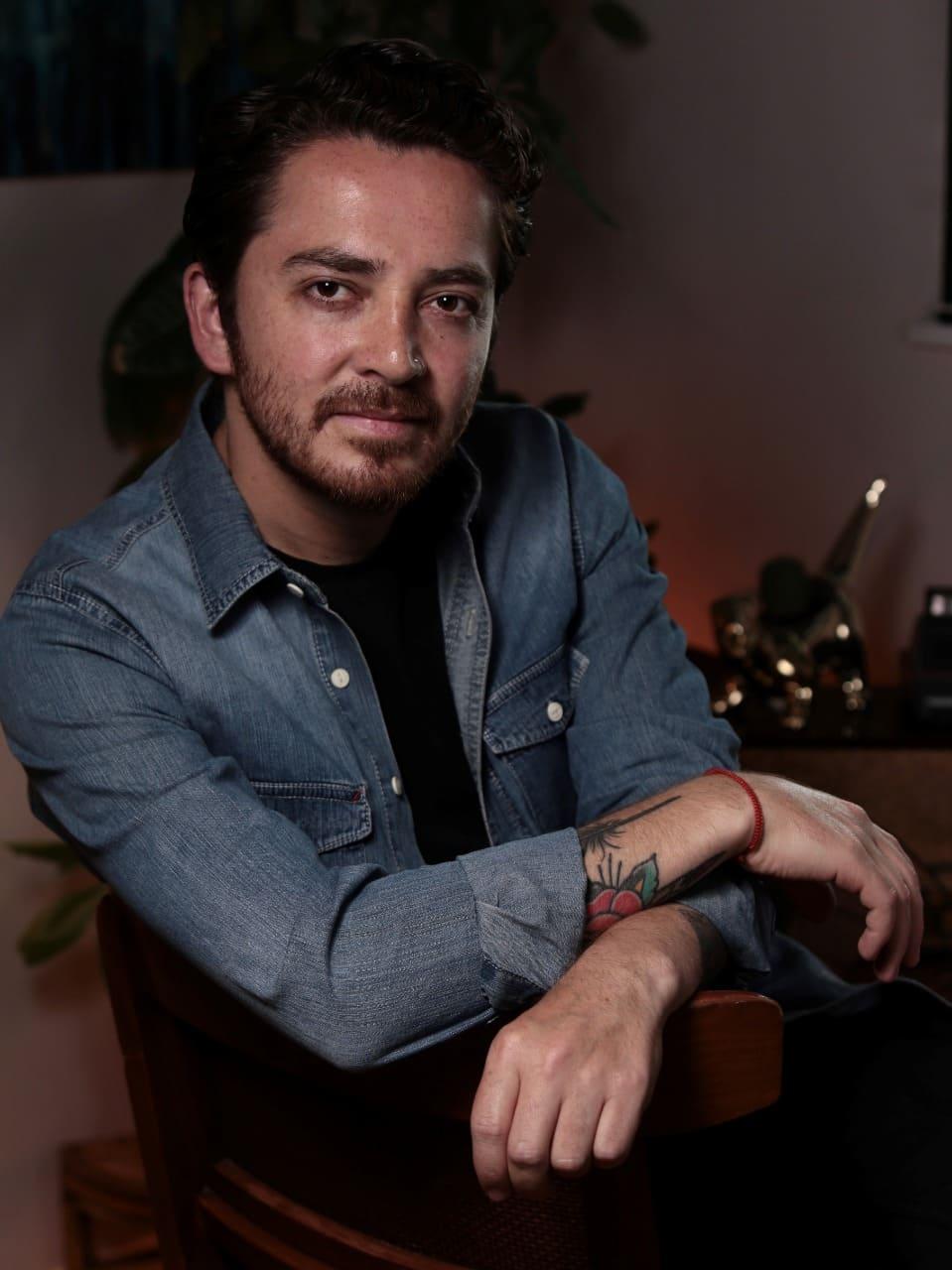 Luis Terreros presenta una nueva faceta artística como Escritor