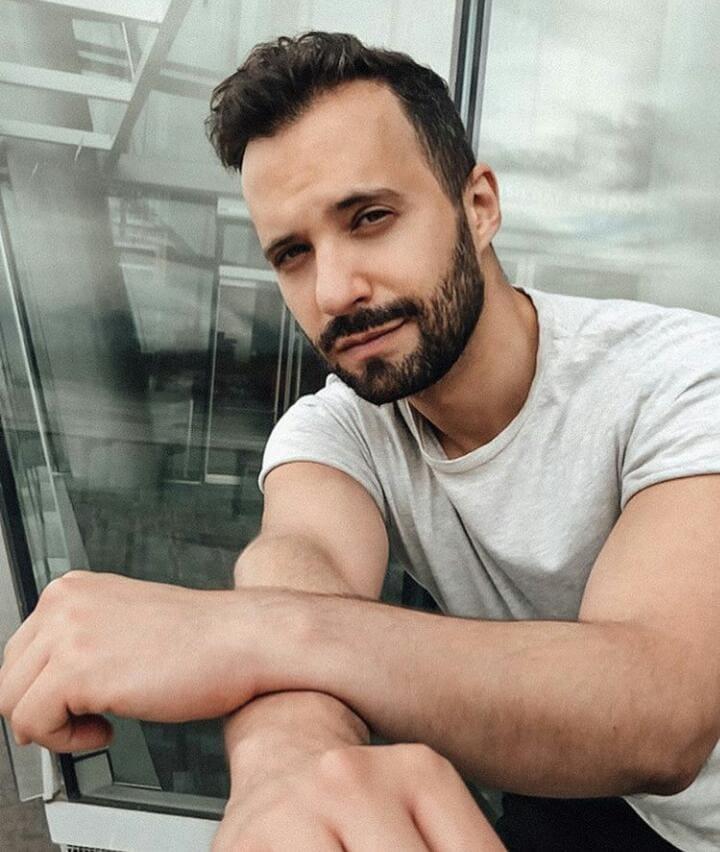 Rodrigo Massa deja a un lado la imagen de cantautor romántico y da el salto a la música urbana