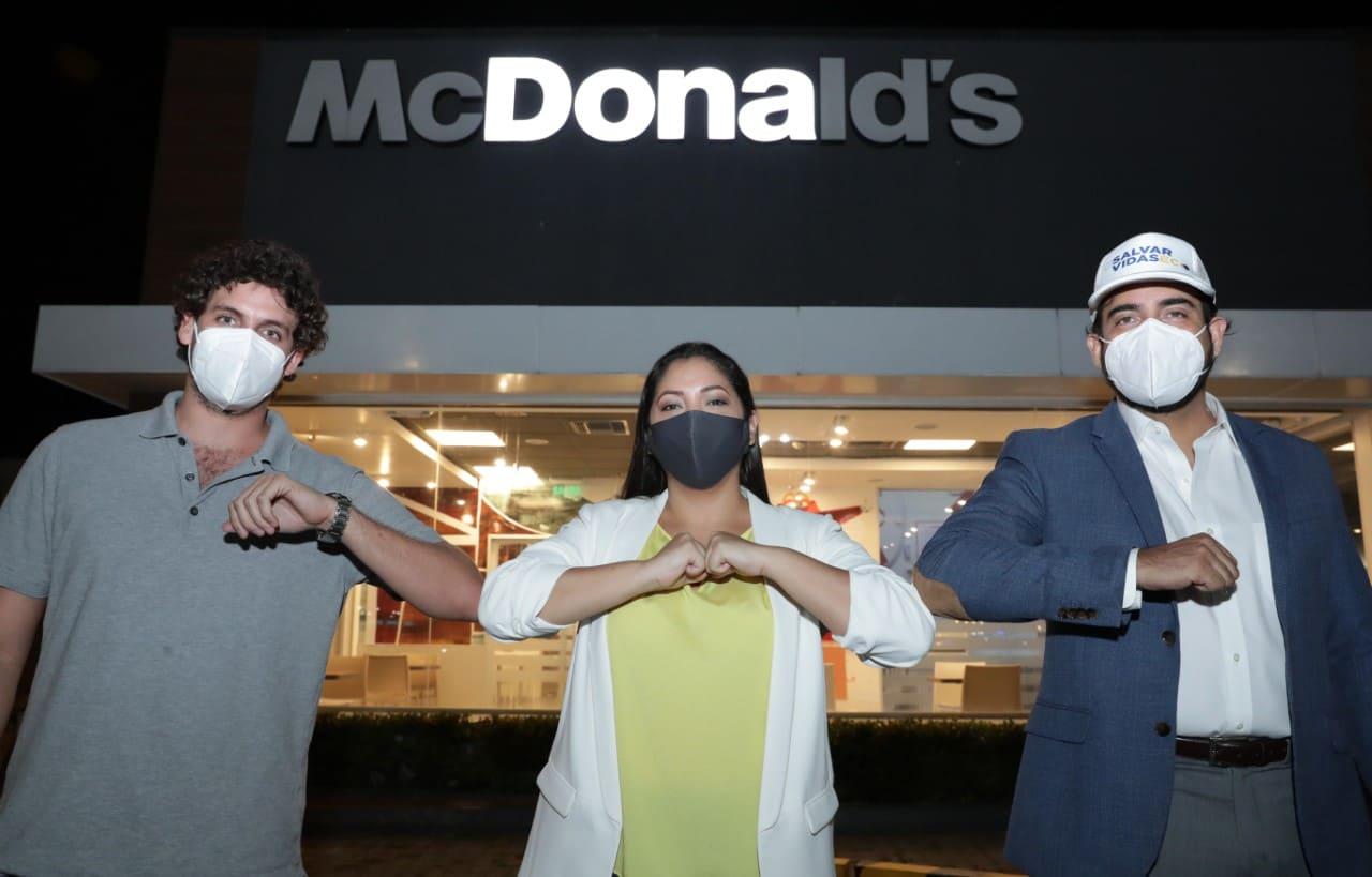 McDonald's cambia su icónico letrero para #SalvarVidasEc