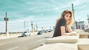 """La joven artista Antonia Jones presenta """"Aventurera"""" grabado en Los Ángeles, California"""