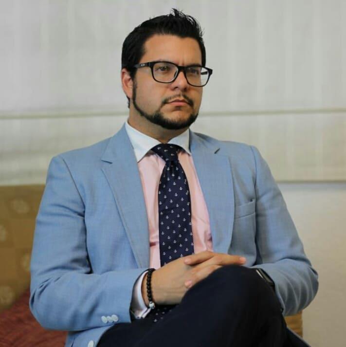 """El escritor y coach Miguel Ángel Falconí presenta su poesía """"Vae puto deus dio"""""""
