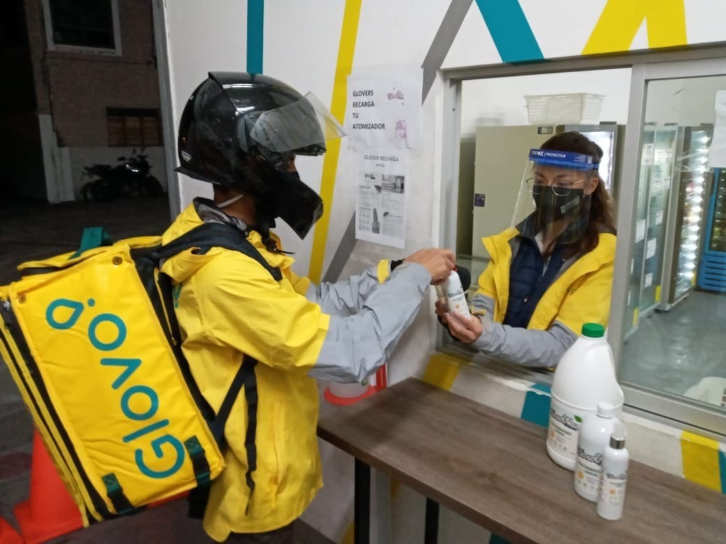 Glovo y BiosolNeu firmaron alianza para proporcionar desinfectante natural a los repartidores independientes
