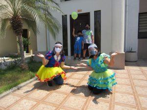 Maestros de EducaMundo visitan a los alumnos más pequeños de la institución