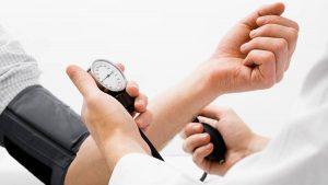 ¿Cuál es el control y tratamiento que podrían prevenir un ataque Cerebrovascular?