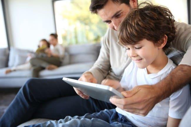 Cómo sobrellevar la crianza de los hijos en tiempos que viven inmersos en la tecnología