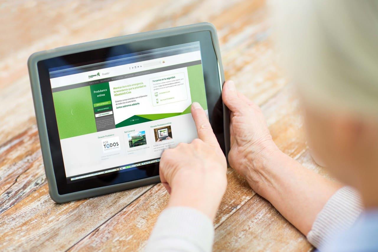 Guía para ayudar al adulto mayor a realizar transacciones seguras desde casa