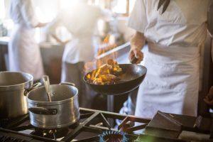 Servei y la Escuela Culinaria de las Américas dictarán programa integral de gastronomía vía online