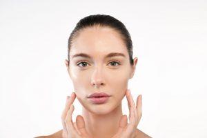 Consejos para cuidar la piel del rostro ante el uso prolongado de la mascarilla