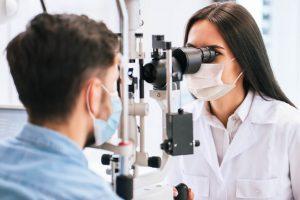 ¿Cómo afecta la diabetes a su visión y cómo tratarla?