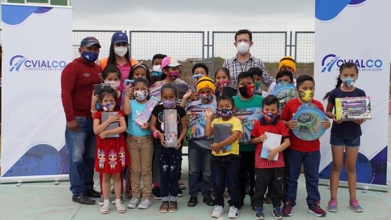 Cvialco entrega Tablets y juguetes a más de 400 niños de 5 comunidades del cantón Playas