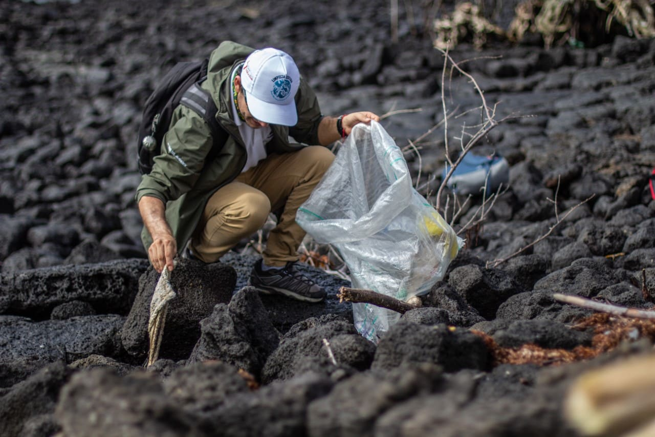"""""""Limpieza Costera 2021"""", recolecto 3.290 kg de desechos durante las festividades de Galápagos"""