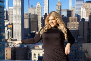 La periodista ecuatoriana Doménica Mena dispuesta a conquistar New York con su talento