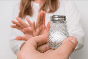 ¿Cómo afecta el consumo excesivo de sal a tu corazón?