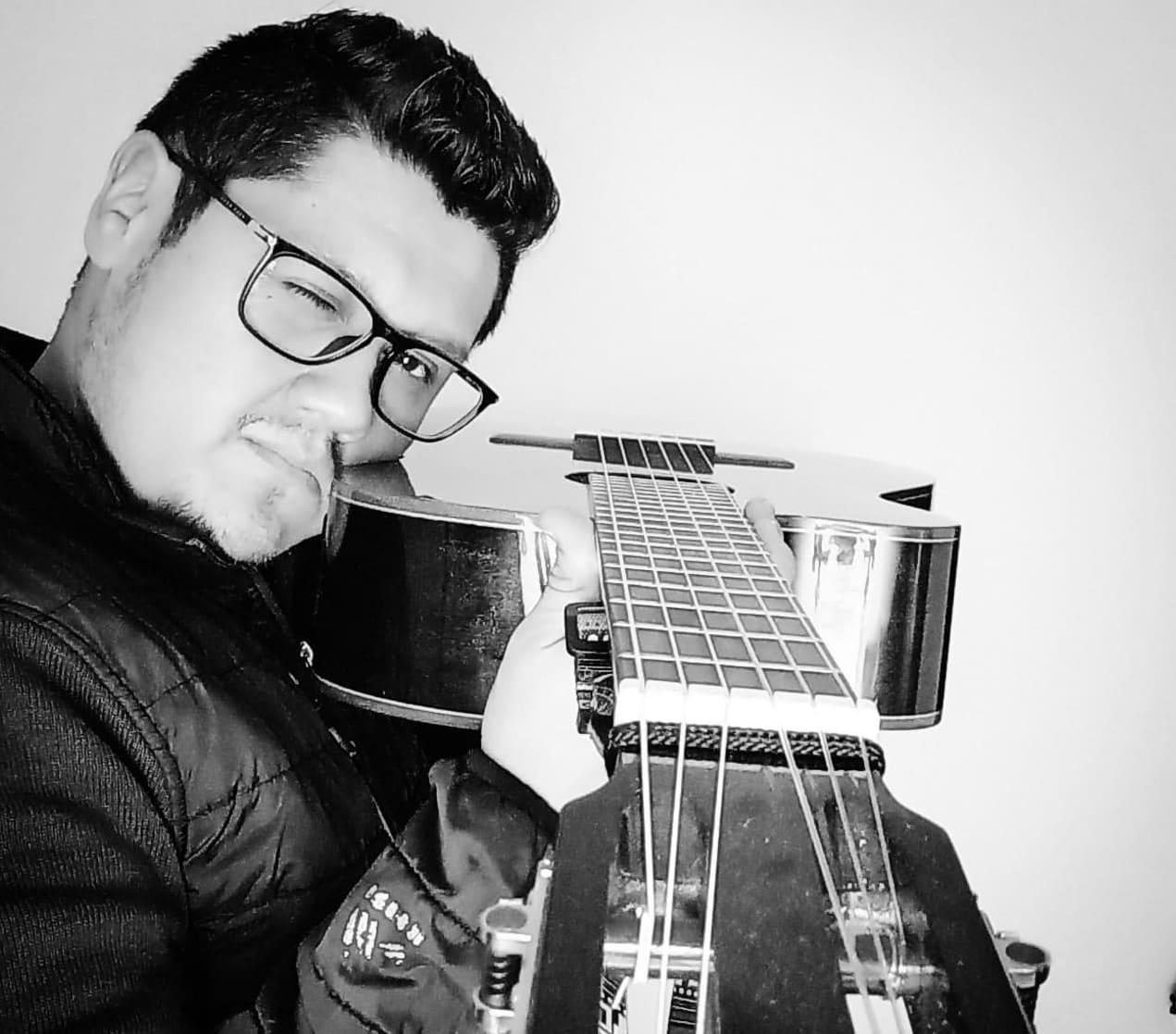 El ecuatoriano Ray Nandez llega a la semifinal del concurso International Songwriting Competition entre 26000 músicos participantes