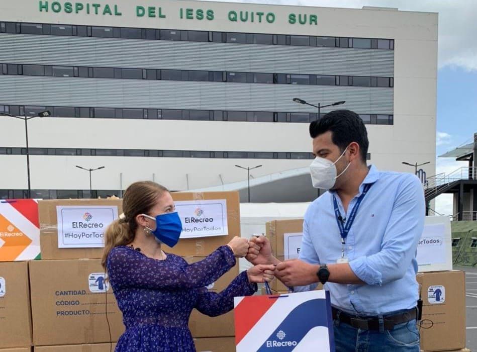 Centro comercial El Recreo donó mascarillas y batas a Hospital IESS Quito Sur