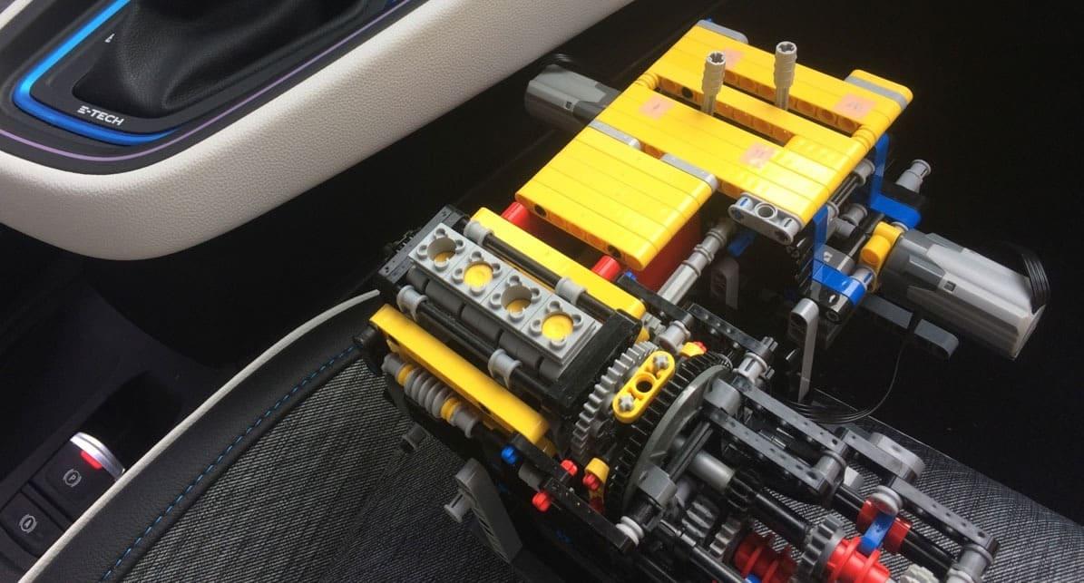 Renault desarrolla su sistema de propulsión Híbrido E-Tech basado en Lego