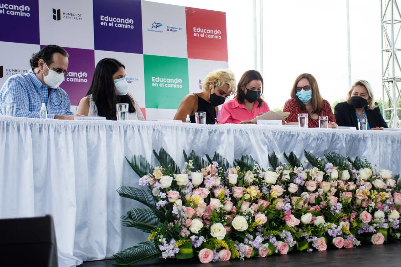 """Firma de convenio del programa """"Educando en el Camino"""" beneficiará a 7.500 niños y niñas"""