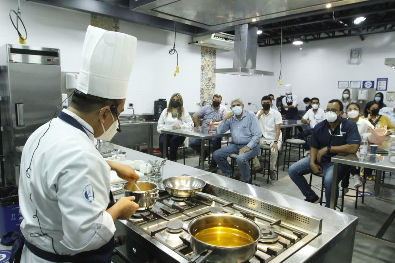 Prefectura del Guayas y El Instituto de la Escuela de los Chefs, desarrolló charla magistral gastronómica con los GAD'S Provinciales