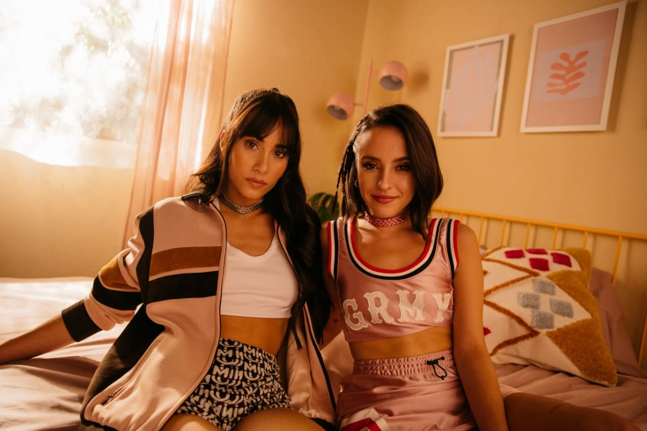 Las artistas Aitana y Evaluna cantan juntas 'Aunque No Sea Conmigo'