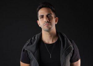 """El cantante venezolano Benavides presenta su nuevo hit """"Con los Ojos Cerrados"""""""