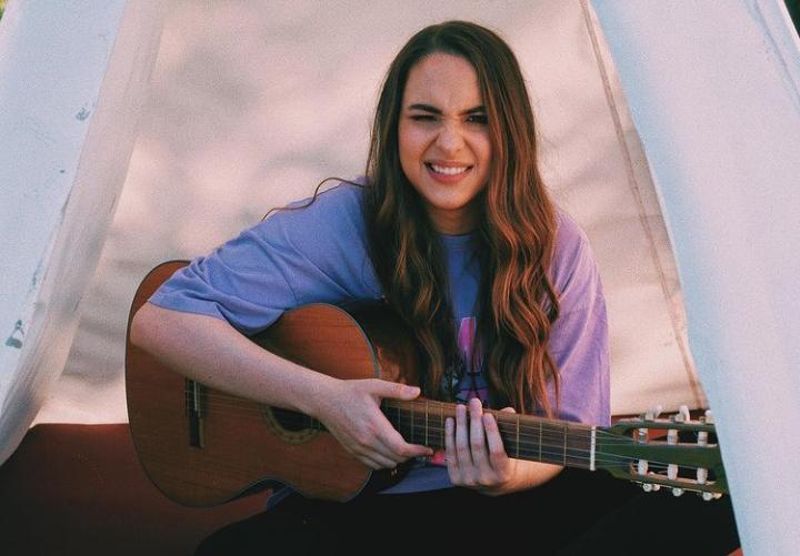 "La cantautora colombiana Laura Stangl presenta su sencillo ""Segunda Parte"""