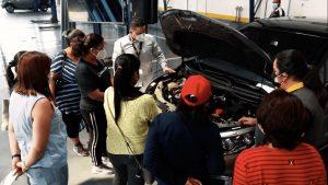 Mecánica básica y defensa personal para clientas Renault