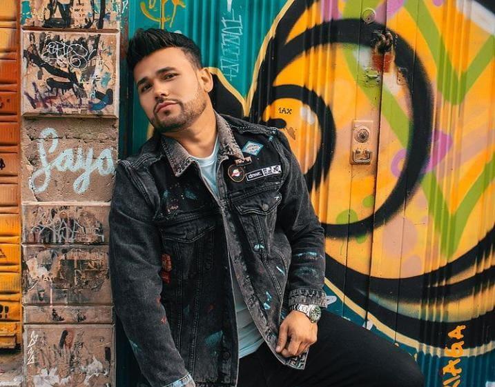 """Ciro Quiñonez le canta a las críticas en su nuevo sencillo """"Que Le Importa!"""""""