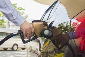 5 consejos para ahorrar combustible mediante una conducción eficiente y un mantenimiento adecuado