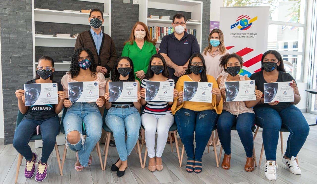 El Centro Ecuatoriano Norteamericano implementa los programas STEAM For Girls y STEAM For Educators