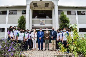Fundación Young Living recibe al Gobernador del Guayas en sus instalaciones