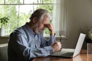 ¿Cuáles son los principales cambios en la visión relacionados con la edad?