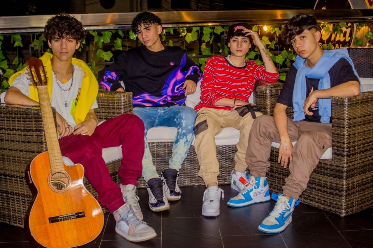 La Boy band colombiana CrushFive presenta el cover Pretend junto a Lerma