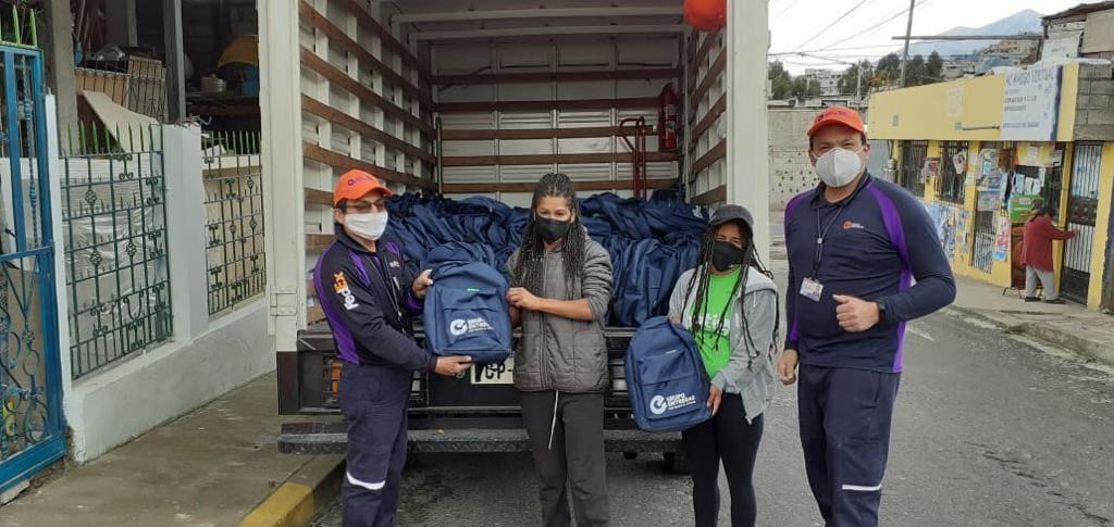 Entrega de más de 5 mil mochilas escolares a fundaciones benéficas de la sierra